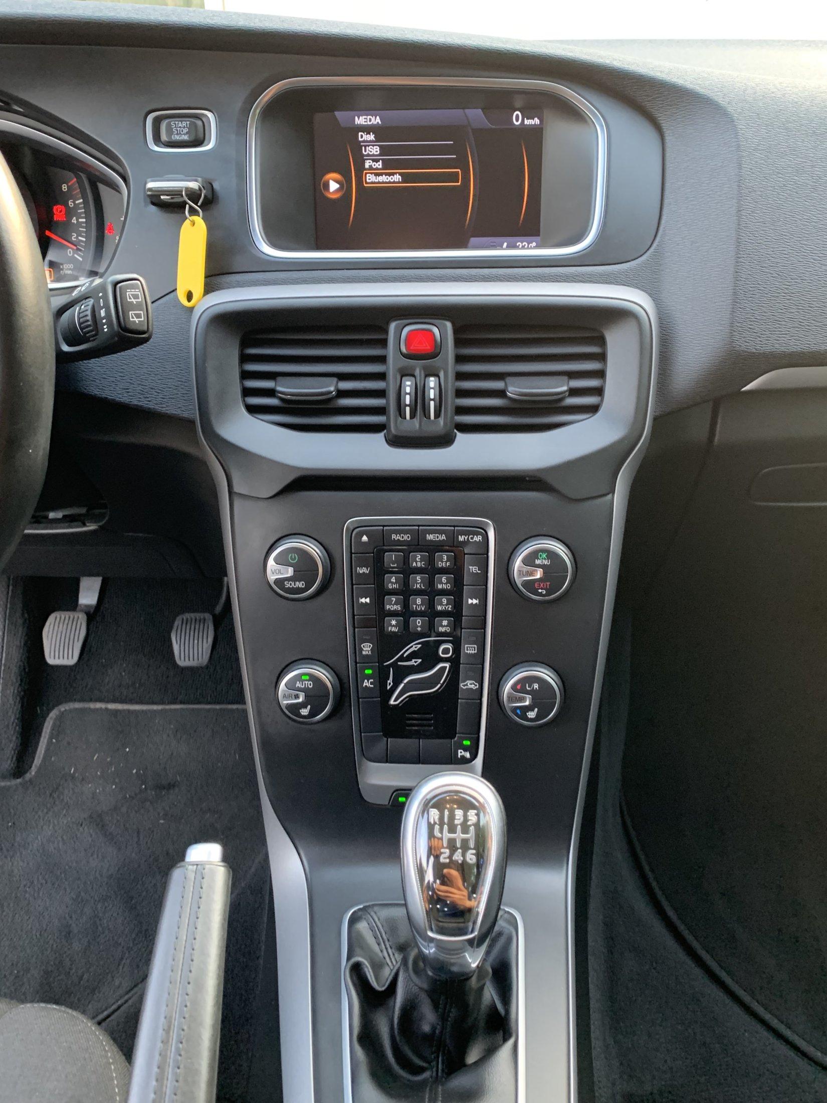 V40 (114)
