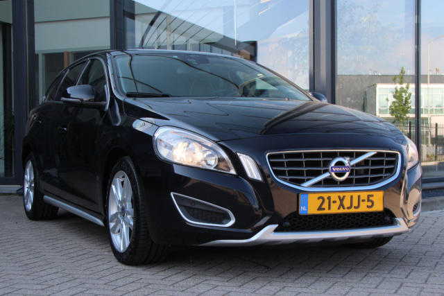 Volvo V60 Momentum 21-XJJ-5 (10)