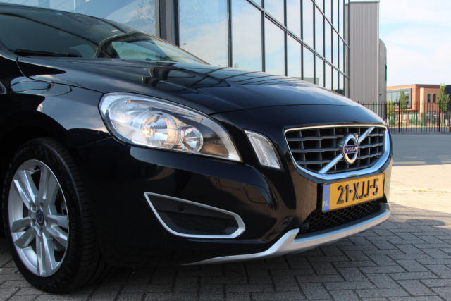 Volvo V60 Momentum 21-XJJ-5 (12)