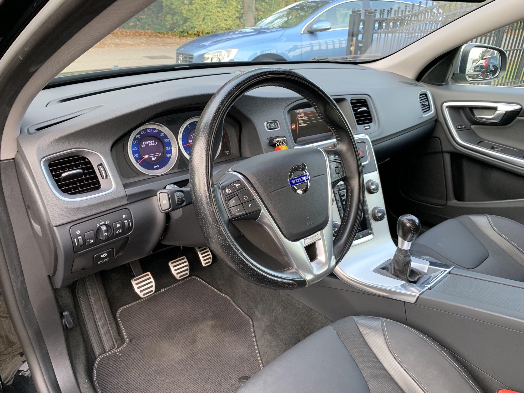 Volvo V60 T3 R-Design (25)
