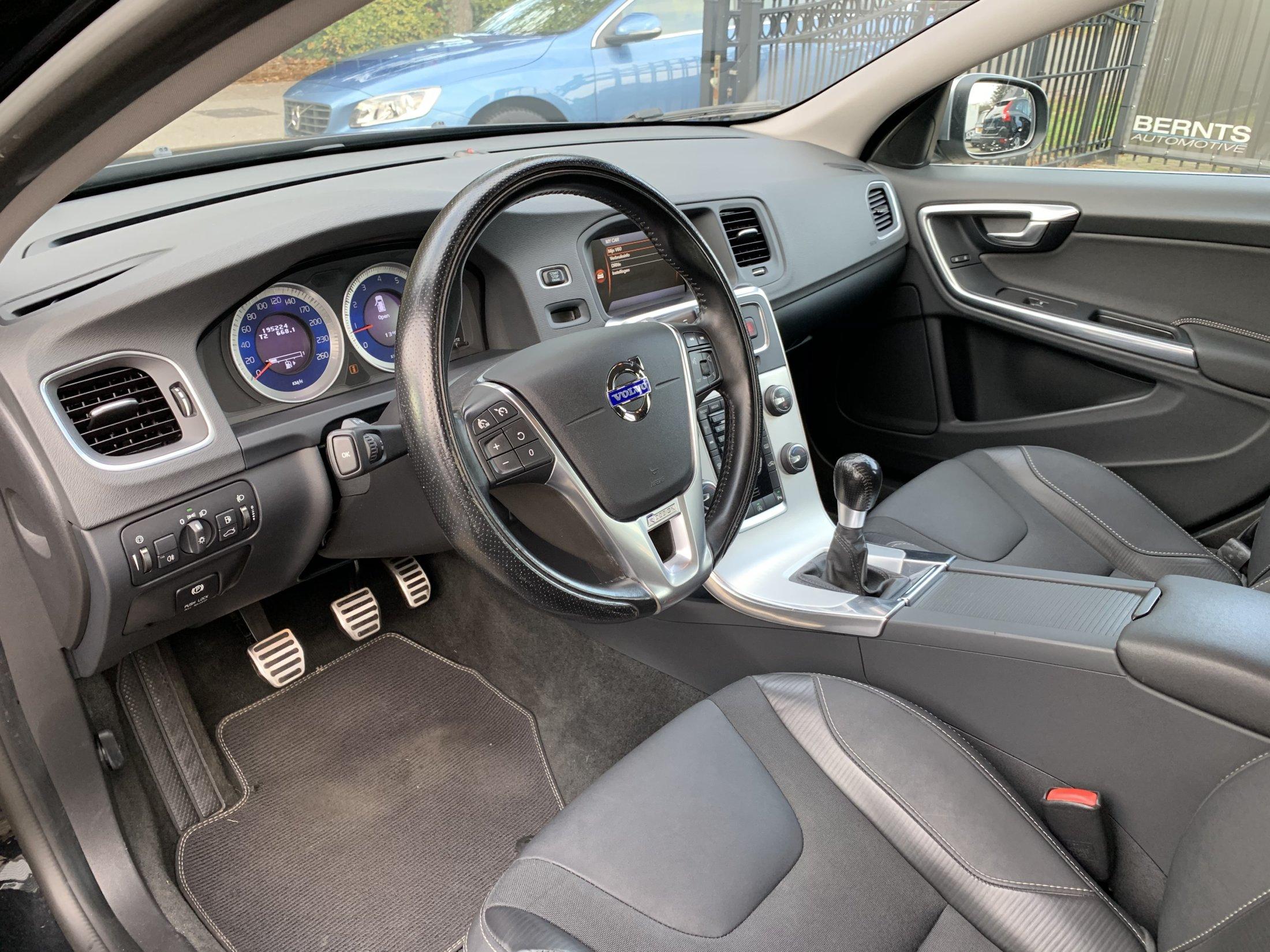 Volvo V60 T3 R-Design (28)