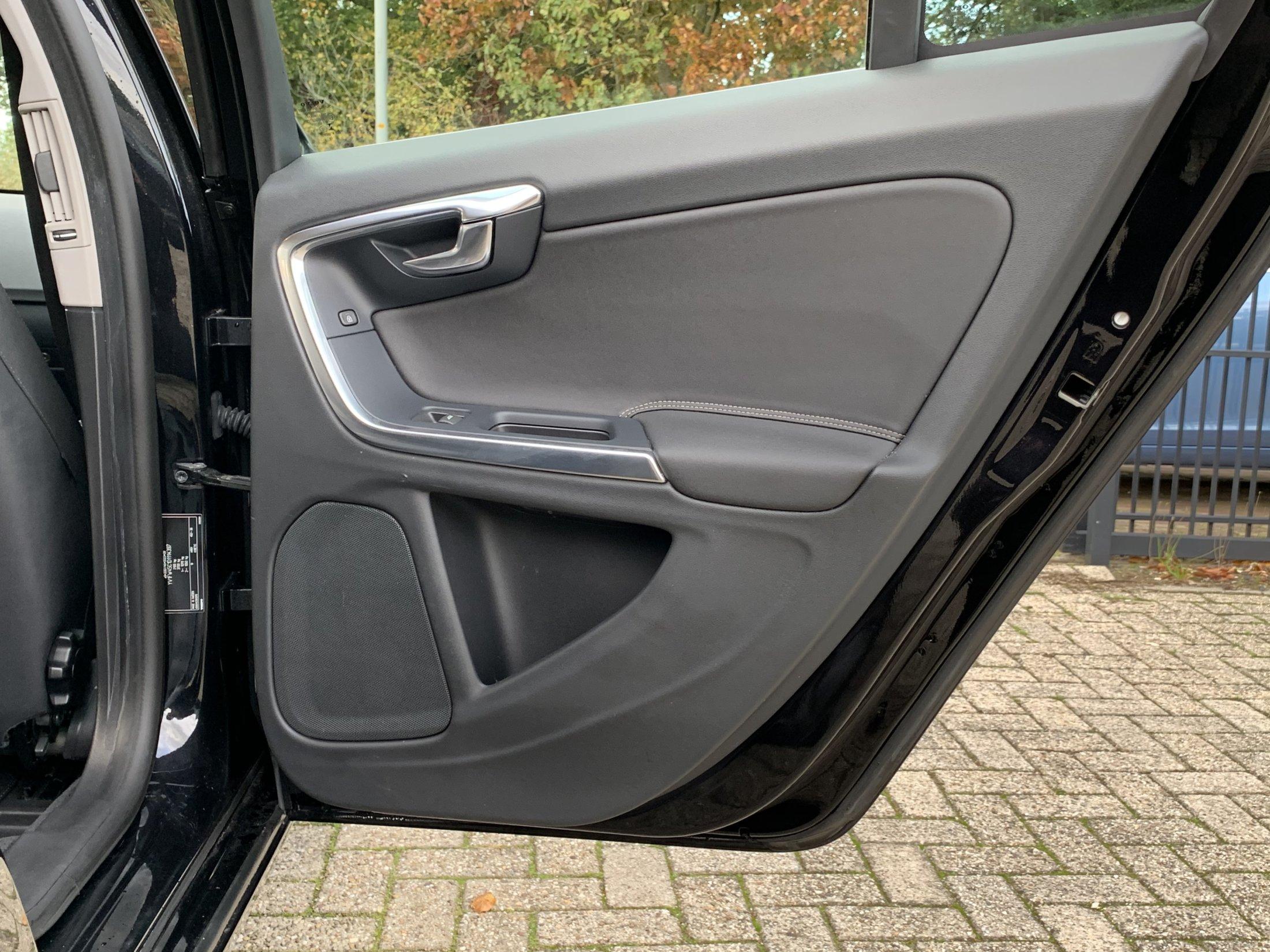 Volvo V60 T3 R-Design (32)