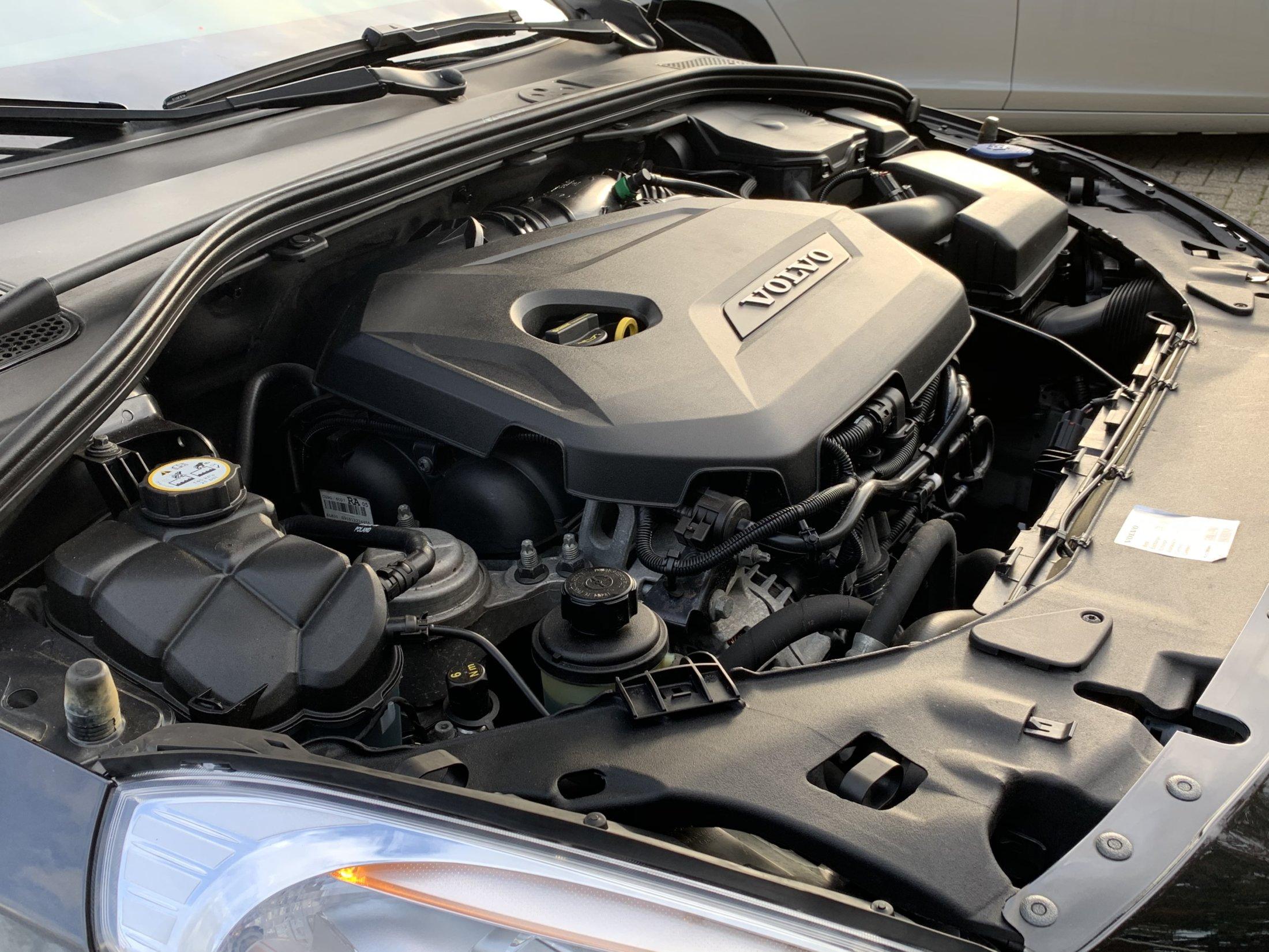 Volvo V60 T3 R-Design (41)