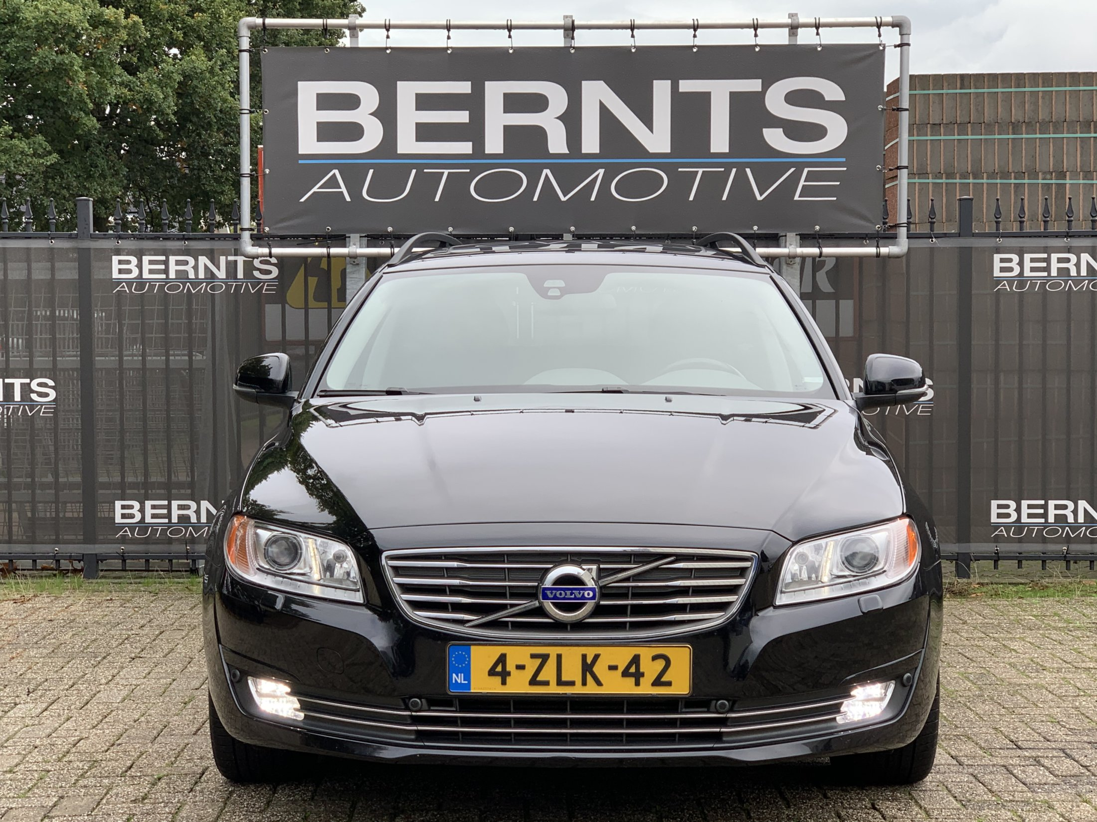Volvo V70 D2 Momentum Automaat (1)