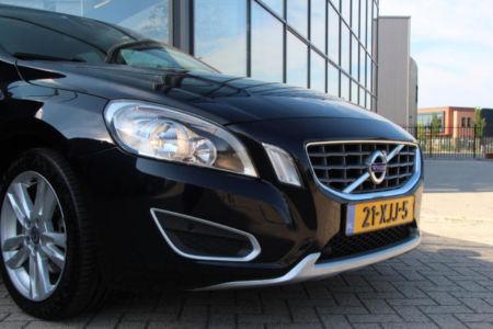 Volvo V60 Momentum 21-XJJ-5 (13)
