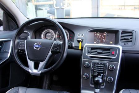 Volvo V60 Momentum 21-XJJ-5 (25)
